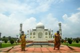 Taj Mahal to reopen even as virus rages in India